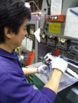 最終検査のみではなく、各工程において各担当者が工程内検査を行います。
